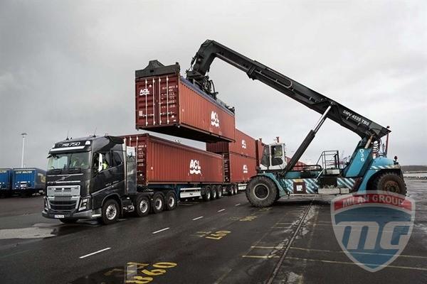 Volvo FH 16 протащил 750-тонный автопоезд