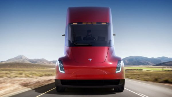 Tesla представила полностью электрический грузовик Semi