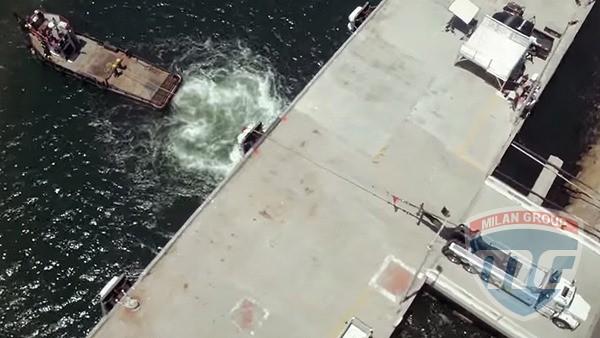 Грузовик Kenworth против морского буксира