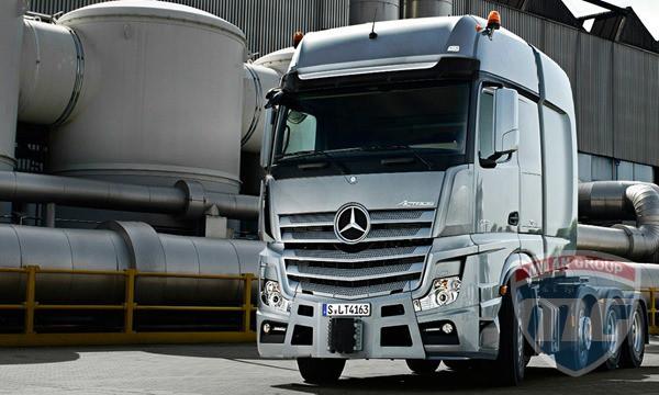Mercedes-Benz представила тягачи Actros SLT и Arocs SLT